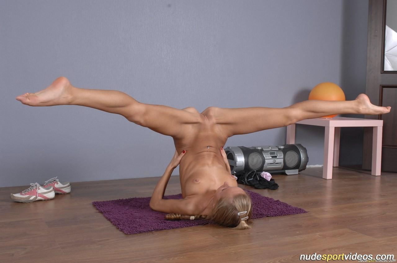 яйца колотились йога голый девушку тренировка укрепит ваши отношения